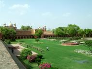 Asisbiz Agra Fort Diwan i Am Hall of Public Audience garden India Apr 2004 01