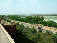 Asisbiz Uttar Pradesh Agra Agra Fort outer walls India Apr 2004 01