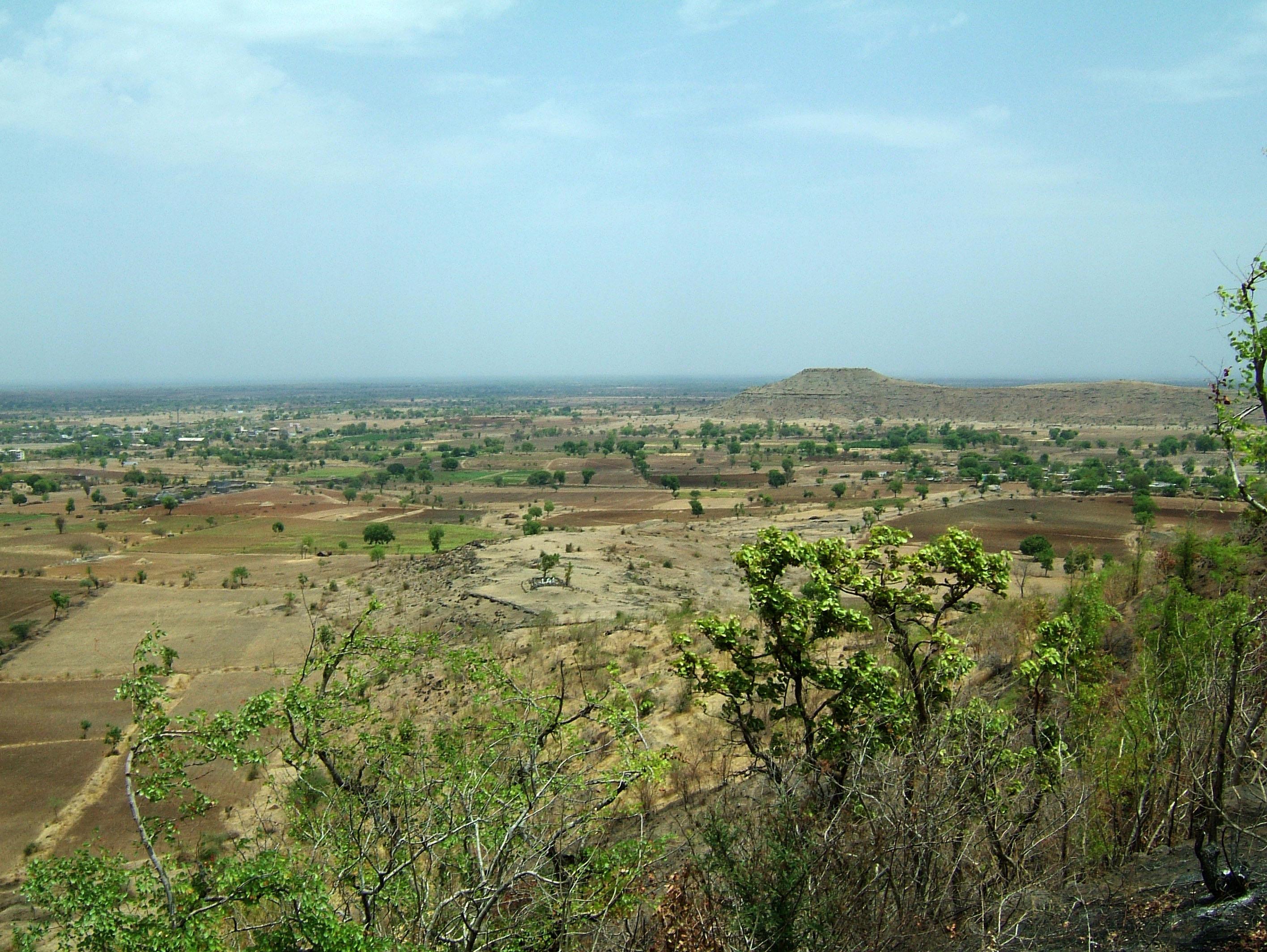 Aurangabad to Ajanta Caves by road India Apr 2004 04