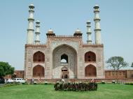Asisbiz Uttar Pradesh Agra Sikandra Akbars Tomb entrance India Apr 2004 01