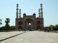 Asisbiz Uttar Pradesh Agra Sikandra Akbars Tomb entrance India Apr 2004 02