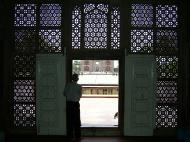 Asisbiz Uttar Pradesh Agra Sikandra Akbars Tomb inside India Apr 2004 01