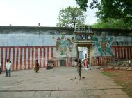 Asisbiz Madurai Alagar Kovil Temple The Garudar and Hanumar 2 Entrance 01
