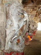 Asisbiz Madurai Alagar Kovil Temple pillars India May 2004 01