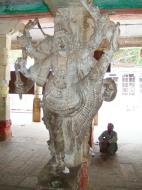 Asisbiz Madurai Alagar Kovil Temple pillars India May 2004 03