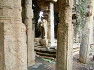 Asisbiz Madurai Alagar Kovil Temple ruins India May 2004 06