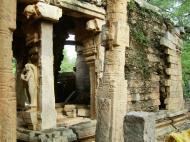 Asisbiz Madurai Alagar Kovil Temple ruins India May 2004 07