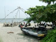 Asisbiz Chinese fishing nets Cheena vala of Fort Kochi Fort Cochin India May 2004 01