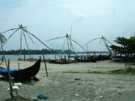 Asisbiz Chinese fishing nets Cheena vala of Fort Kochi Fort Cochin India May 2004 02