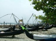 Asisbiz Chinese fishing nets Cheena vala of Fort Kochi Fort Cochin India May 2004 09