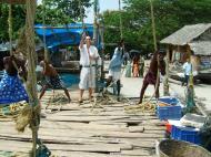 Asisbiz Chinese fishing nets Cheena vala of Fort Kochi Fort Cochin India May 2004 17