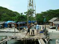 Asisbiz Chinese fishing nets Cheena vala of Fort Kochi Fort Cochin India May 2004 20