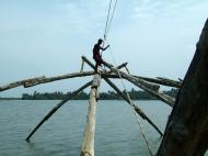 Asisbiz Chinese fishing nets Cheena vala of Fort Kochi Fort Cochin India May 2004 22