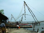 Asisbiz Chinese fishing nets Cheena vala of Fort Kochi Fort Cochin India May 2004 25