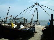 Asisbiz Chinese fishing nets Cheena vala of Fort Kochi Fort Cochin India May 2004 27