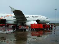 Asisbiz Chennai Airport Air India Airbus A320 VT EVO India May 2004 02
