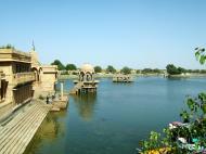 Asisbiz Rajasthan Jaisalmer Gadi Sagar Lake India Apr 2004 01