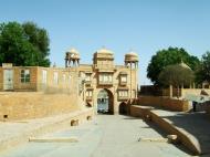 Asisbiz Rajasthan Jaisalmer Gadi Sagar Lake entrance India Apr 2004 01