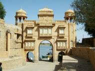 Asisbiz Rajasthan Jaisalmer Gadi Sagar Lake entrance India Apr 2004 02