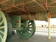 Asisbiz Rajasthan Jaipur Jaigarh Fort Jaivana cannon India Apr 2004 01