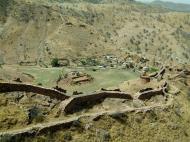 Asisbiz Rajasthan Jaipur Jaigarh Fort Jaivana cannon India Apr 2004 07