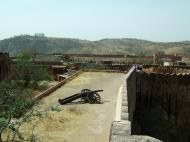 Asisbiz Rajasthan Jaipur Jaigarh Fort compound India Apr 2004 03