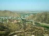 Asisbiz Rajasthan Jaipur Jaigarh Fort view of Amber Fort India Apr 2004 03