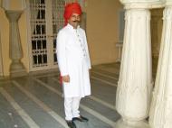 Asisbiz Rajasthan Jaipur City Palace butler India Apr 2004 01