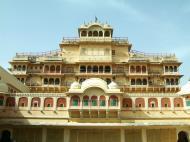 Asisbiz Rajasthan Jaipur City Palace compound India Apr 2004 01