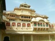 Asisbiz Rajasthan Jaipur City Palace compound India Apr 2004 02