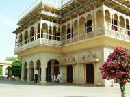 Asisbiz Rajasthan Jaipur City Palace compound India Apr 2004 04