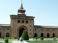 Asisbiz Kashmir Srinagar Jama Masjid Mosque courtyard India Apr 2004 01