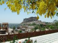 Asisbiz Rajasthan Jodhpur Mehrangarh Fort Jaswant Thada courtyard India Apr 2004 01