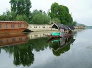 Asisbiz Kashmir houseboats Srinagar Dal lake India Apr 2004 03