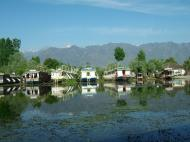 Asisbiz Kashmir houseboats Srinagar Dal lake India Apr 2004 16