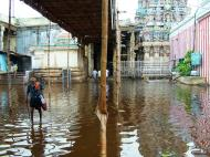 Asisbiz Madurai Sri Meenakshi Temple flooding India May 2005 01