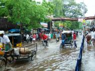 Asisbiz Madurai Sri Meenakshi Temple main road flooding India May 2005 04
