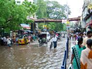 Asisbiz Madurai Sri Meenakshi Temple main road flooding India May 2005 06