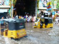 Asisbiz Madurai Sri Meenakshi Temple main road flooding India May 2005 07