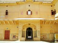 Asisbiz Rajasthan Jaipur Nahargarh Fort compound India Apr 2004 03