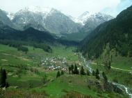 Asisbiz Kashmir Pahalgam Valley India Apr 2004 02