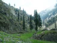 Asisbiz Kashmir Pahalgam Valley Treking by mountain pony India Apr 2004 063