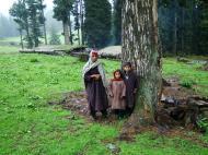 Asisbiz Kashmir Pahalgam Valley villagers India Apr 2004 03