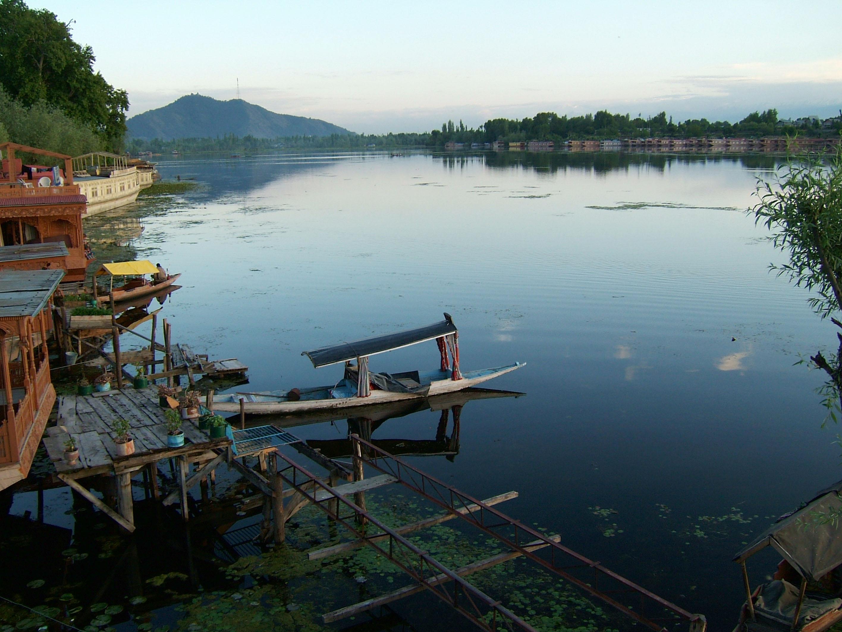 Kashmir Srinagar Shikaras Dal lake India Apr 2004 10