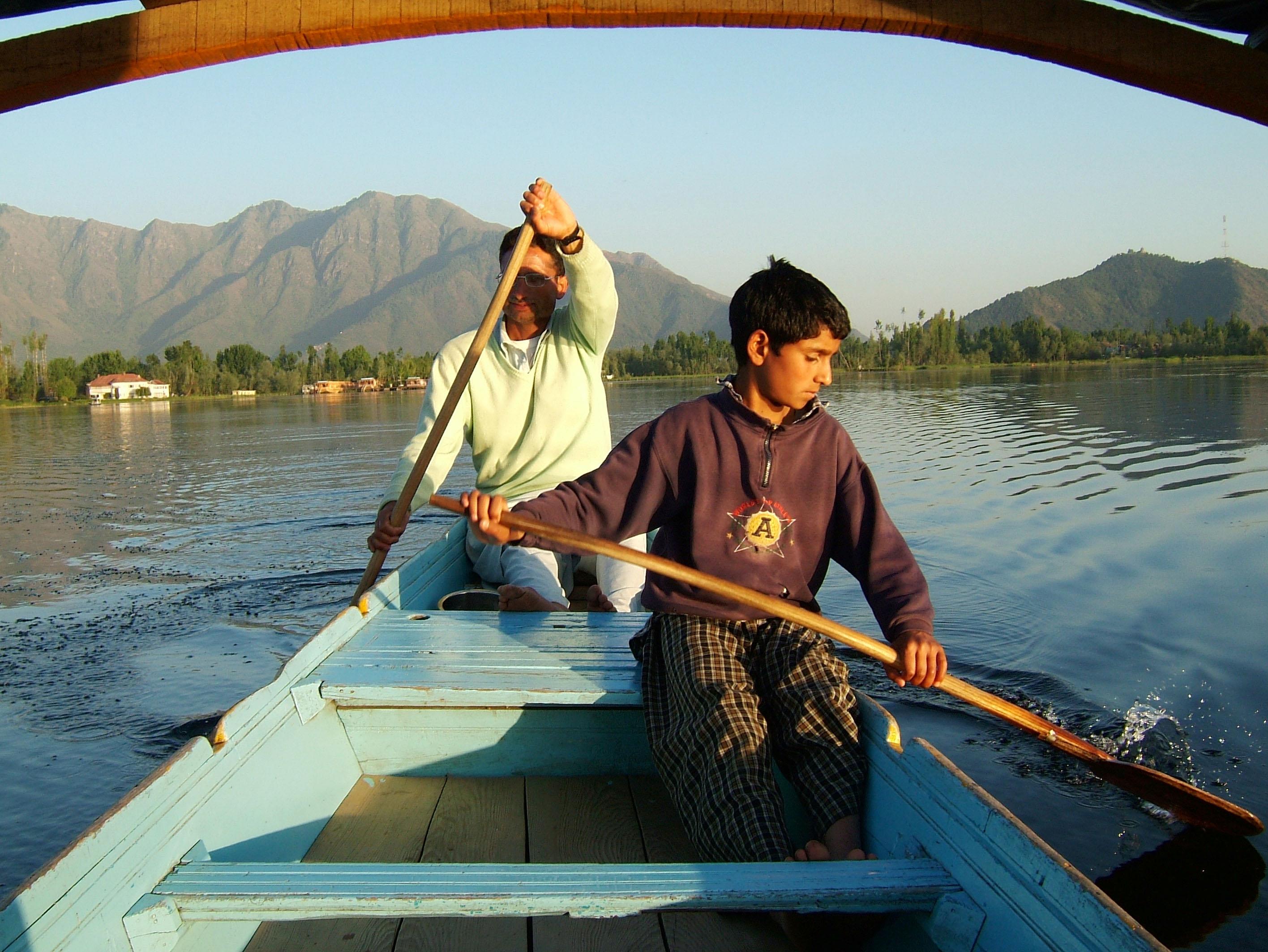 Kashmir Srinagar Shikaras Dal lake India Apr 2004 18