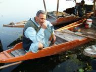 Asisbiz Kashmir Srinagar Shikaras Dal lake India Apr 2004 03