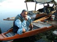 Asisbiz Kashmir Srinagar Shikaras Dal lake India Apr 2004 05