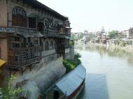 Asisbiz Kashmir Srinagar old city center India Apr 2004 01