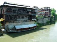 Asisbiz Kashmir Srinagar old city center India Apr 2004 04