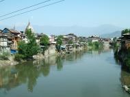 Asisbiz Kashmir Srinagar old city center India Apr 2004 07
